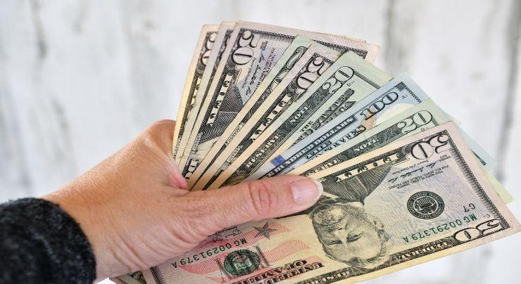 dinero devuelto Ecuador salario